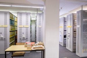 Blick in Archivmagazin, Rollregalanlage