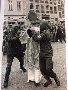 """Demonstration & Agit Prop Aktion am 2.10.1993 unter dem Motto """"Schafft die antifaschistische Einheit"""""""