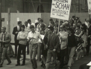 Demonstration gegen den Schah von Persien,  Ludwigstraße-Odeonsplatz, 27.8.1967