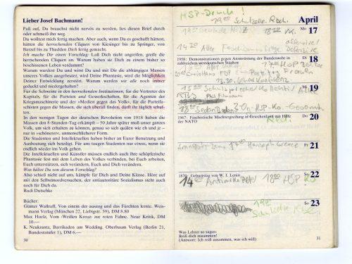 Innenansicht Roter Kalender: Auf der linken Seite ist ein Offener Brief an Josef Bachmann abgebildet. Auf der rechten Seite sind Kalenderspalten mit Eintragungen.